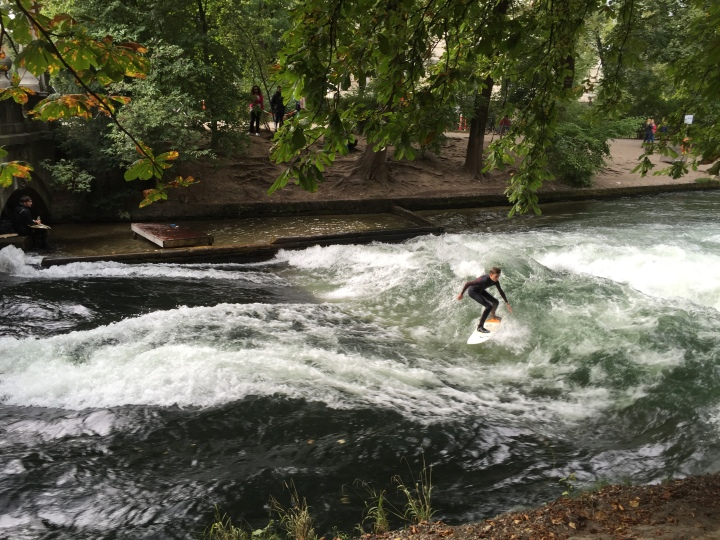 The surfers at Englisher Garten